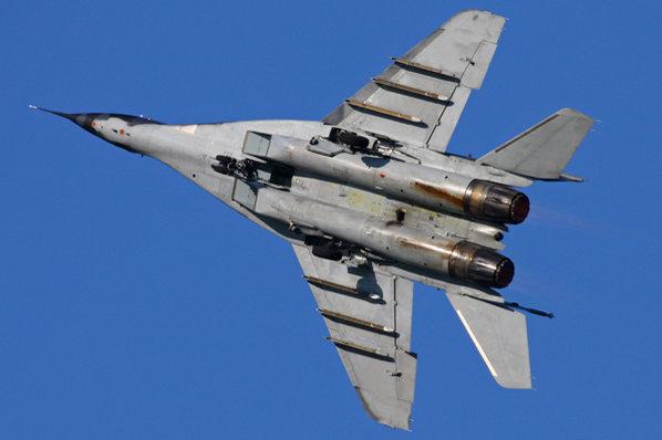 Un avión ruso ha sido derribado por las fuerzas turcas Mig-29-fighter-jet-in-blue-sky-469341
