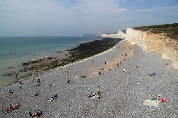 """Mysterious """"yellow cloud"""" hits Sussex beach  Mist-1057479"""