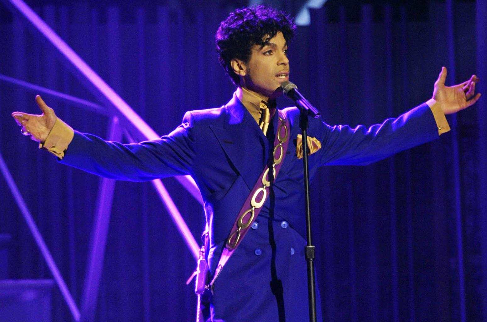 Tom Petty masturbandose al viento - An American Treasure - Página 13 Prince-2004-purple-billboard-1548