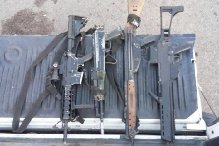 Detienen a sujetos armados en operativo contra la delincuencia Paracuaro-armas-c-702x468