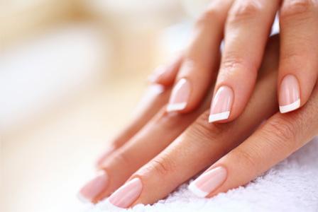 Slike dekoracija noktiju koji se vama sviđaju - Page 2 French-manicure-woman-horiz