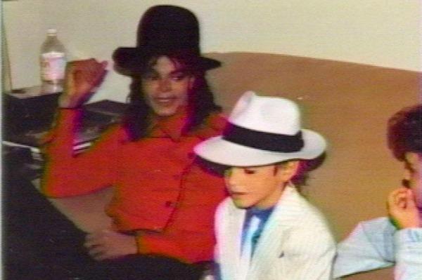 [ACCUSE RIGETTATE] Il coreografo Wade Robson accusa MJ di molestie  Michael-Jackson-Wade-Robson-molestation