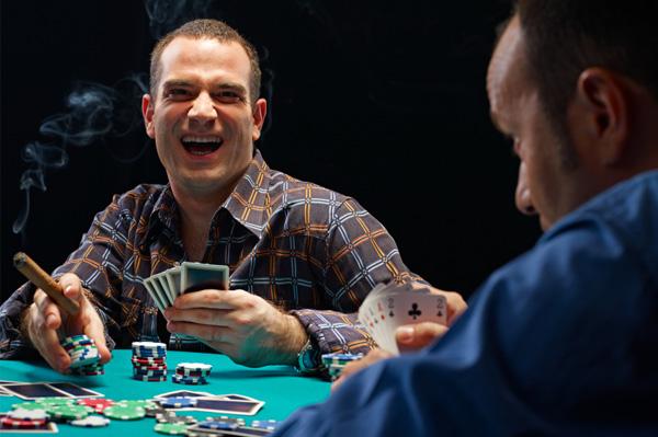 Što biste radili s osobom iznad, prikaži slikom Guys-playing-poker-cigars