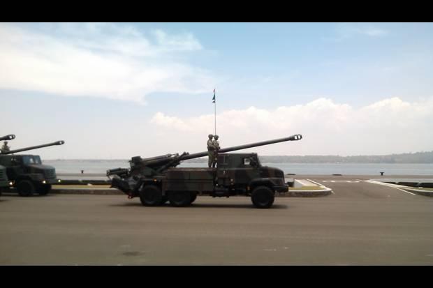 Indonesian National Armed Forces Meriam-ini-lontarkan-roket-sejauh-39-km-oCi