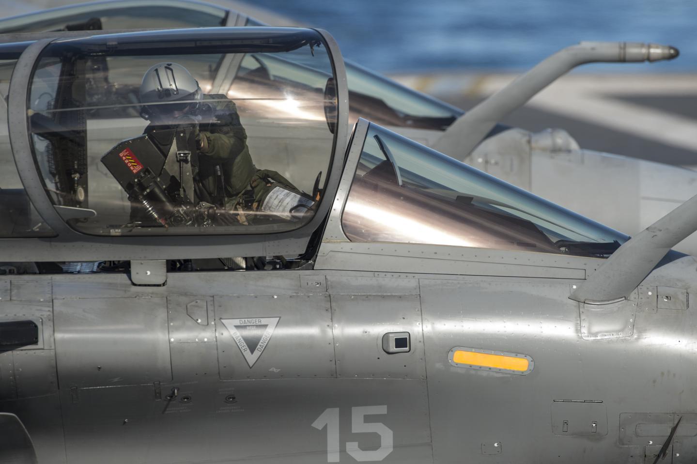 marine et aéronavale 2016mpar012_002_043
