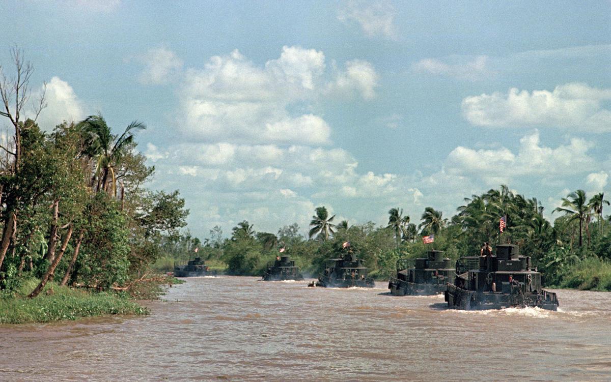 Patrol Air Cushion Vehicle (PACV) et Patrol Boat River (PBR) Main_1200