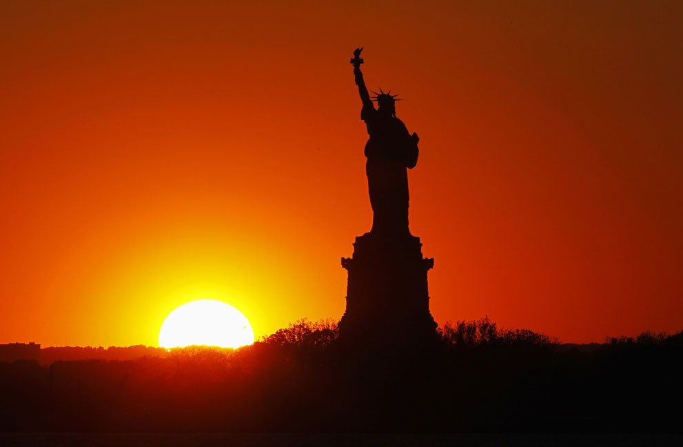 [The Big Picture] Tượng Nữ thần Tự do - 127 năm tại cửa ngõ của nước Mỹ S_l36_RTX102K3