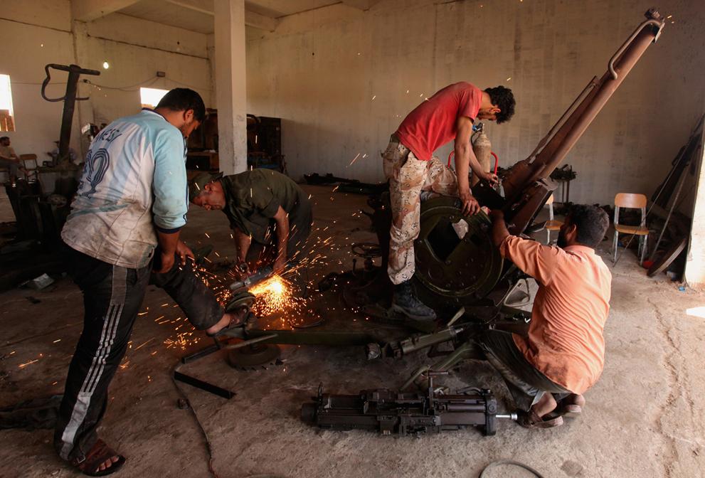 Libyan Rebel's Weapons Ingenuity S_r14_RTR2NMIR