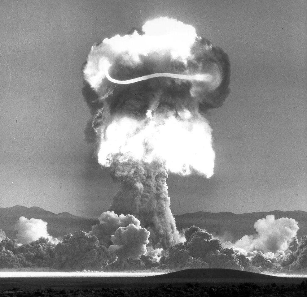 Los Efectos de una Explosion Atomica S_n25_00057052