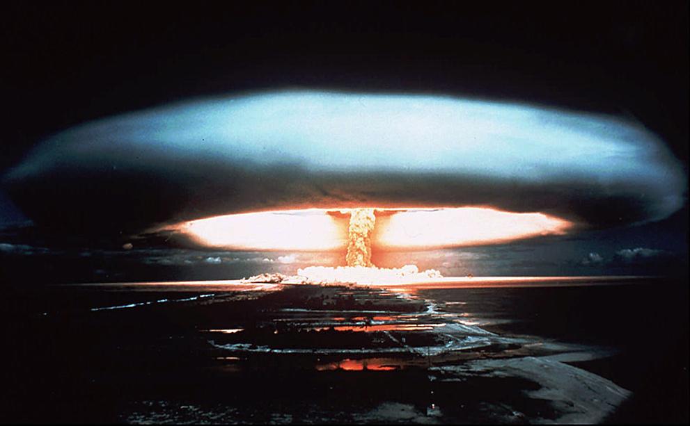 Los Efectos de una Explosion Atomica S_n34_06060137
