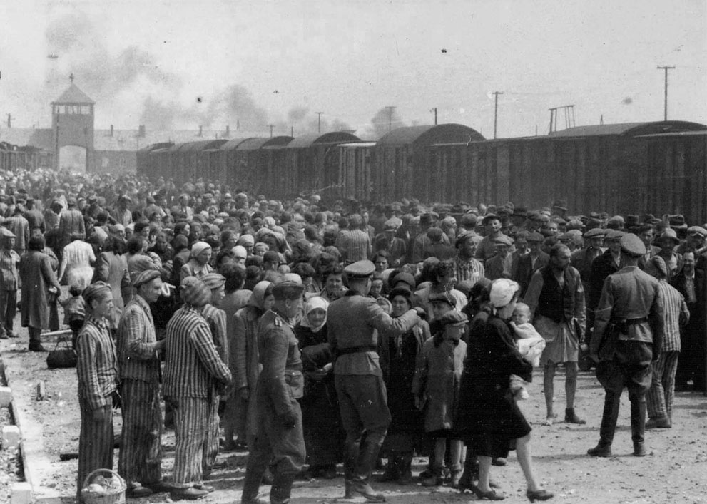 photos des camps de la mort, des ghettos, des prisonniers, des gardiens... S_w10_05010184