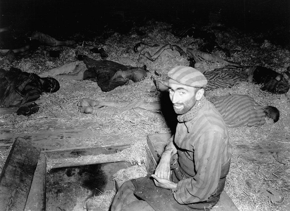 photos des camps de la mort, des ghettos, des prisonniers, des gardiens... S_w15_3c01115u