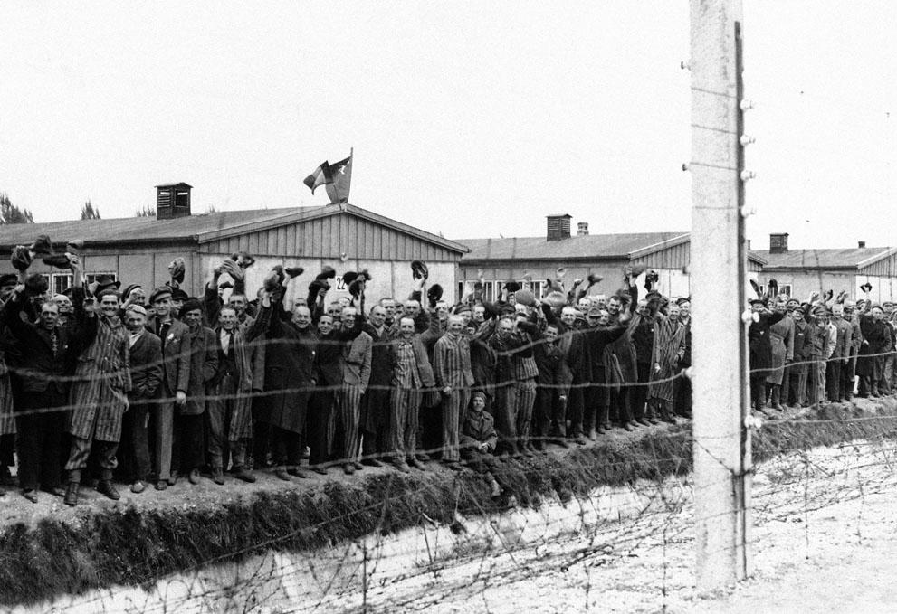 photos des camps de la mort, des ghettos, des prisonniers, des gardiens... S_w20_12044979