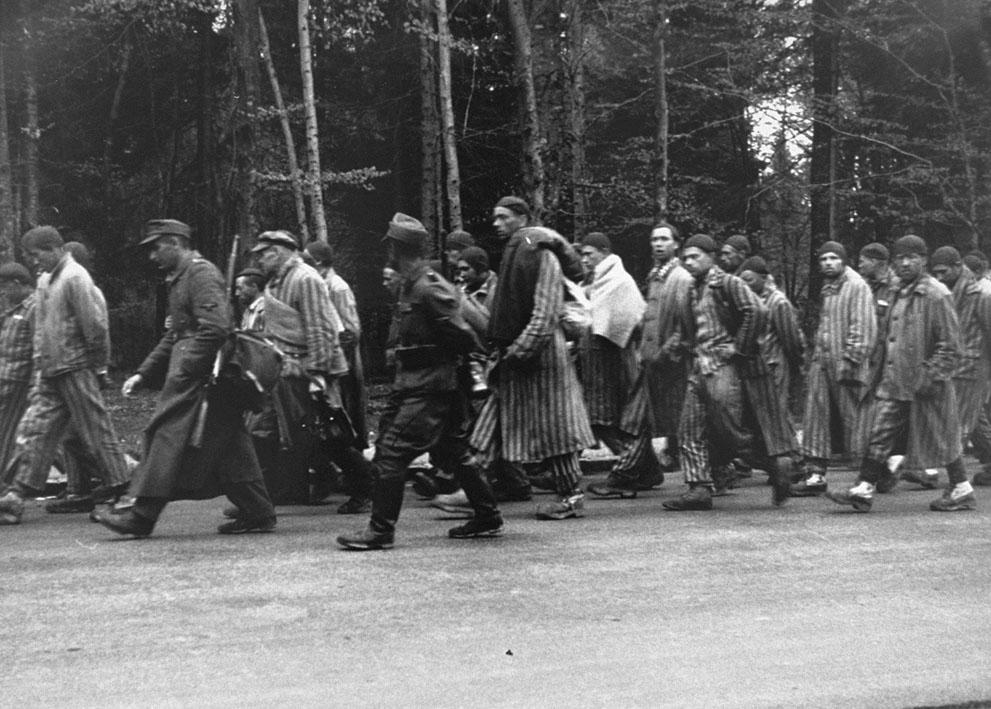 photos des camps de la mort, des ghettos, des prisonniers, des gardiens... S_w23_32102327