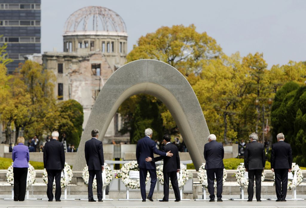 C C N   (( Curiosities & Catastrophies News   )) Obama-Hiroshima_Horo
