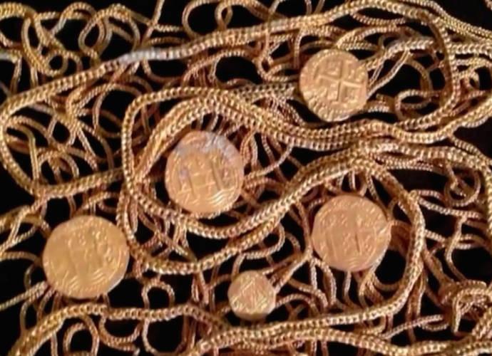 Topic des bonnes nouvelles News-gold-Schmitt-family-treasure