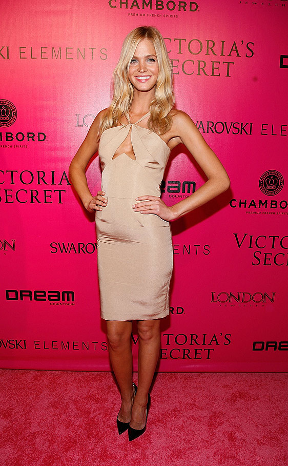 ¿Cuánto mide Erin Heatherton? - Real height El___ltimo_desfile_de_victoria_s_secret_80093595_562x