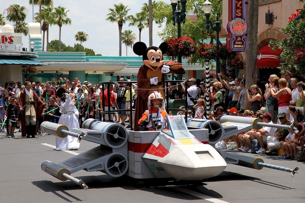 [Soirée spéciale] Star Wars : La Soirée (16 décembre 2015) - Page 3 Star-Wars-Weekends_Full_13686