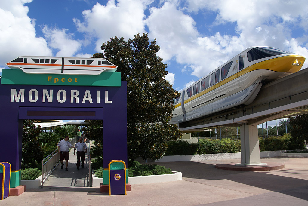 [Walt Disney World Resort] Transportation System - Services de transport - Page 4 Monorail_Full_8804