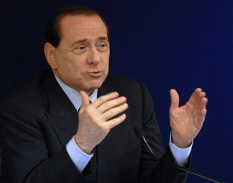 SILVIO BERLUSCONI - The hands of the Prime Minister of Italy! C8d4f1aa08a794e12ee7fe251f8b-grande