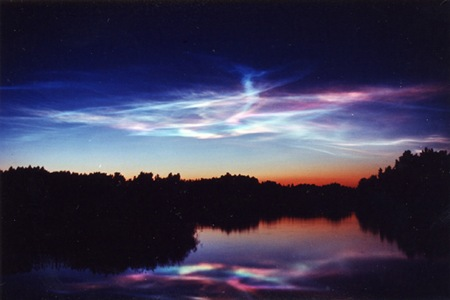 Rare Atmospheric Wave Supercharges Noctilucent Clouds Over the Southern Hemisphere Noctilucent-clouds-4_thumb2