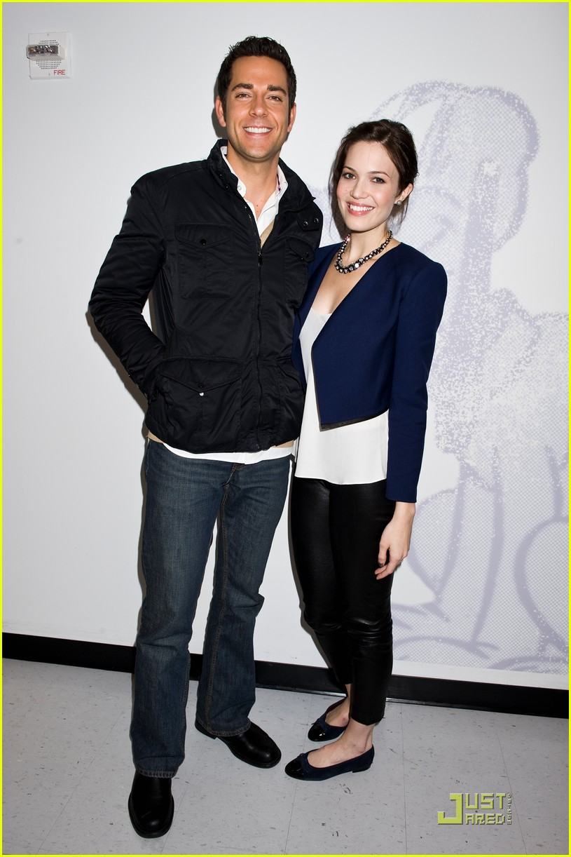 ¿Cuánto mide Mandy Moore? - Real height Mandy-moore-zach-levi-just-jared-04