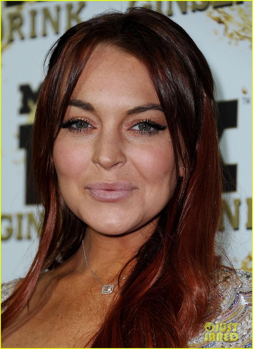 Lindsay Lohan ⇨ Noticias Generales - Página 5 Lindsay-lohan-promotes-mr-pink-amidst-family-drama-06