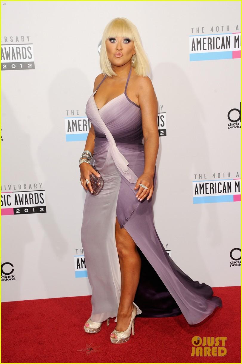 [Tema Oficial] Christina Aguilera en los AMAs 2012 Christina-aguilera-amas-2012-red-carpet-02