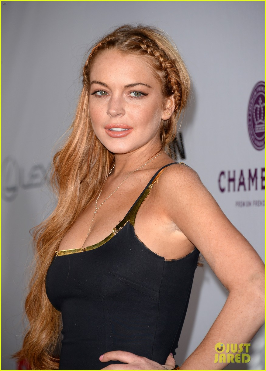 ¿Cuánto mide Lindsay Lohan? - Real height Lindsay-lohan-scary-movie-5-premiere-with-charlie-sheen-02