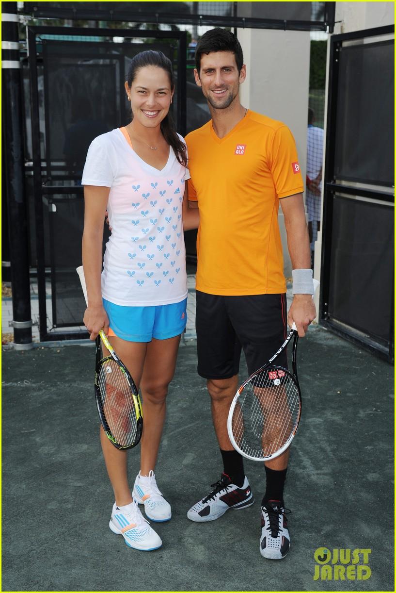 ¿Cuánto mide Novak Djokovic? - Altura - Real height Novak-djokovich-williams-sisters-play-tennis-for-charity-06