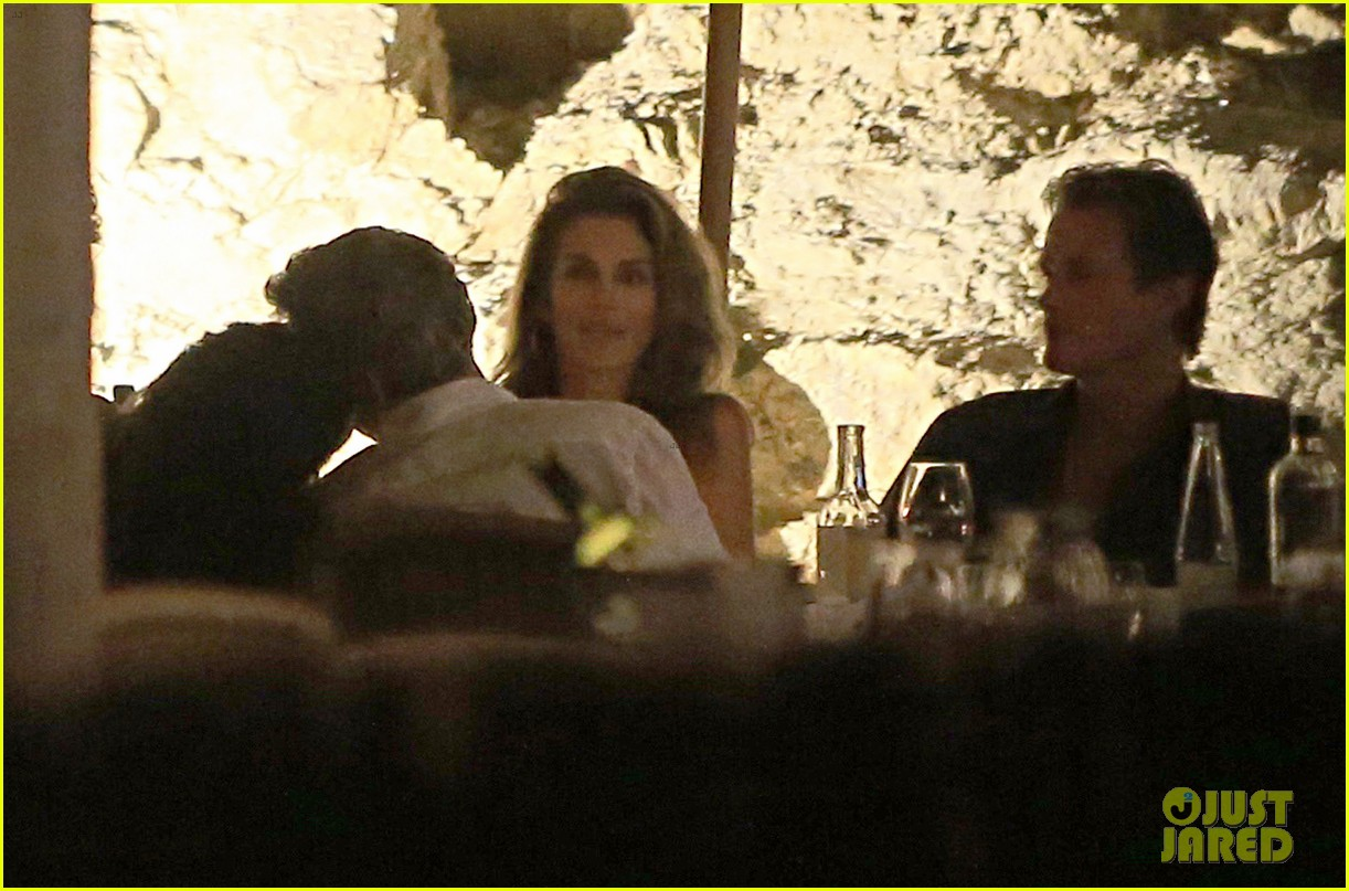 George Clooney, Amal, Rande and Cindy Gerber at the Es Torrent restaurant in Ibiza 22. August 2015 George-amal-clooney-dinner-cindy-crawford-ibiza-44
