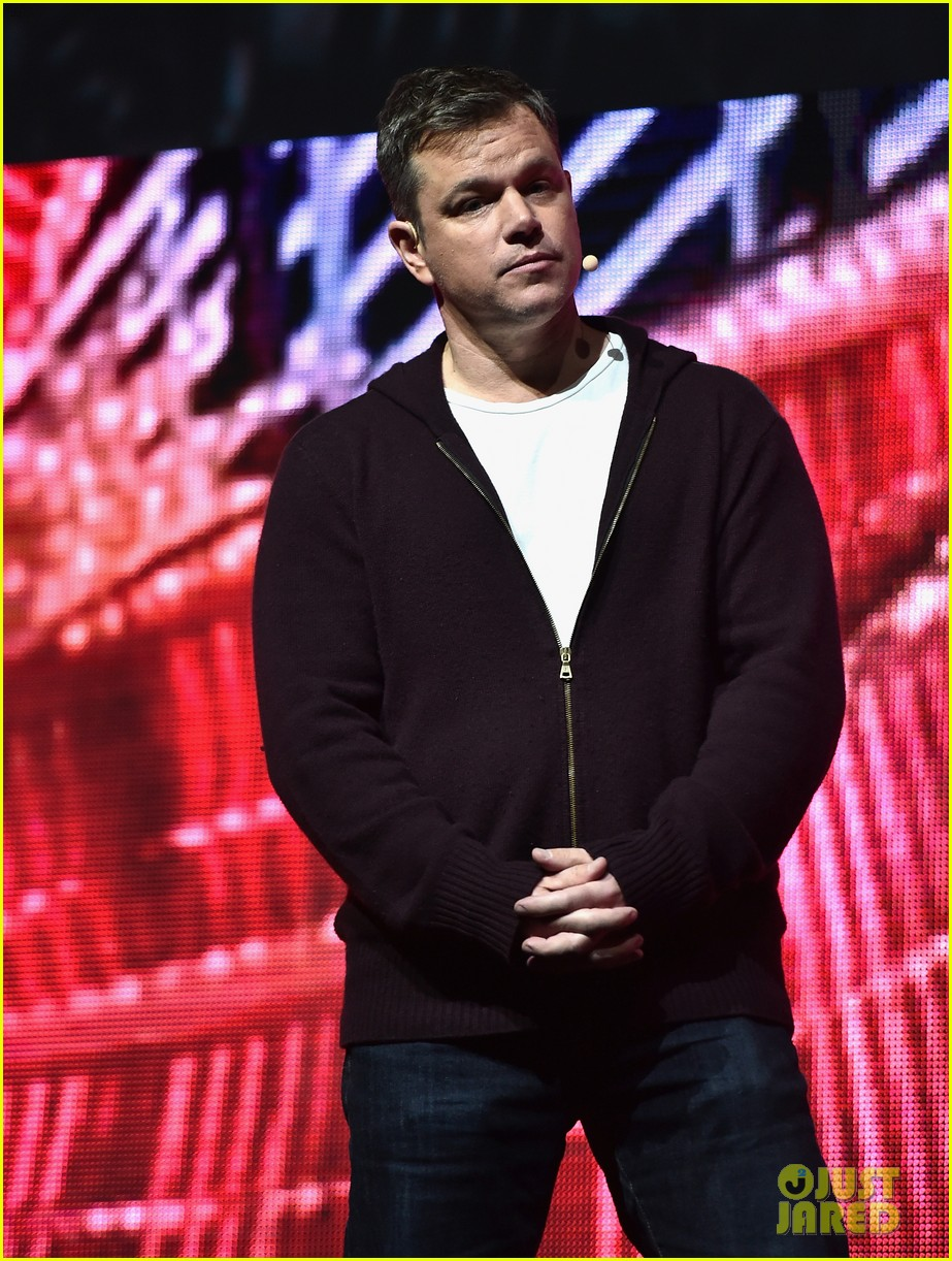 George Clooney at CinemaCon presenting Suburbicon George-clooney-julianne-moore-matt-damon-cinemacon-2017-04