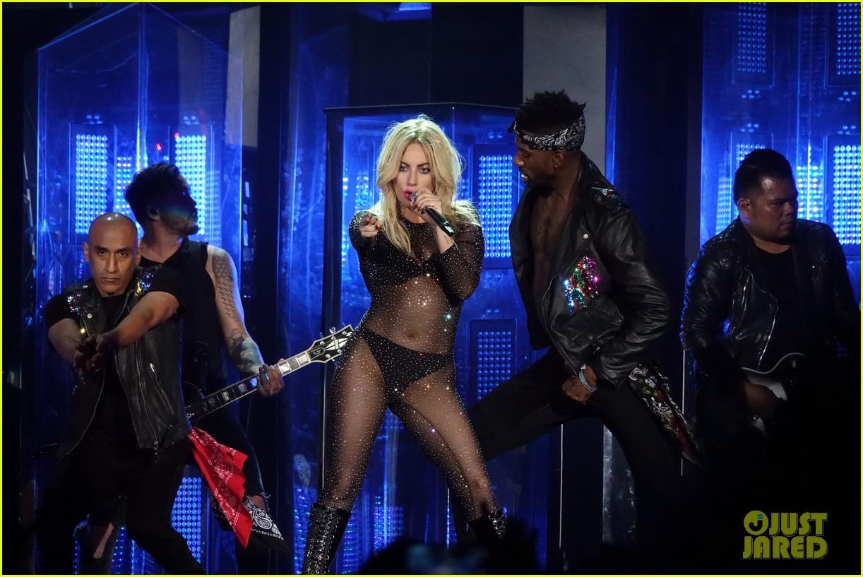 GloriaGaynor - Lady Gaga - Σελίδα 3 Lady-gaga-coachella-fashion-07