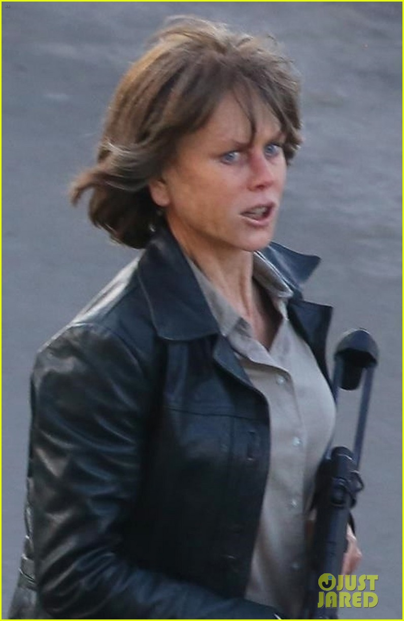 LES SORTIES CINE - Page 4 Nicole-kidman-gets-into-action-while-filming-destroyer-03