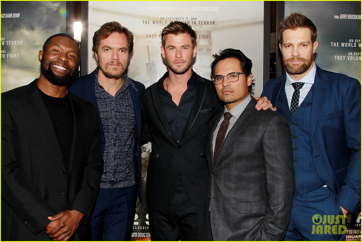 ¿Cuánto mide Chris Hemsworth? - Altura - Real height Chris-hemsworth-michael-shannon-12-strong-premiere-18