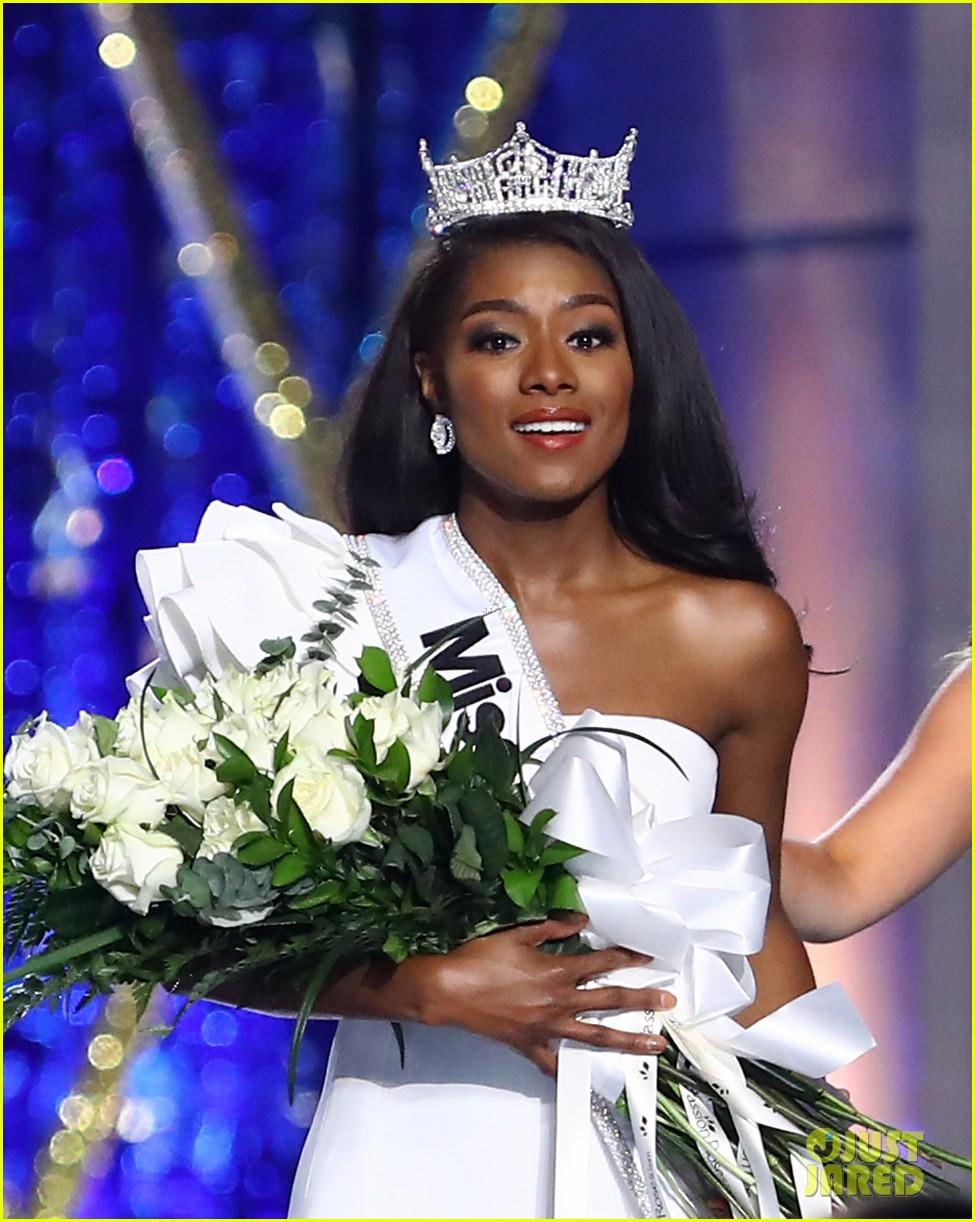 nia imani franklin, miss america 2019. - Página 2 Miss-america-2019-new-york-nia-imani-franklin-16