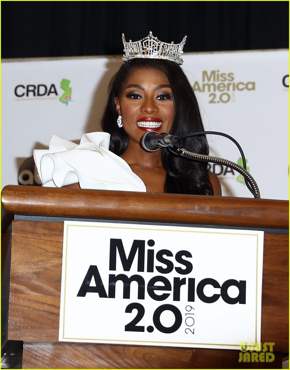 nia imani franklin, miss america 2019. - Página 3 Miss-america-2019-new-york-nia-imani-franklin-40