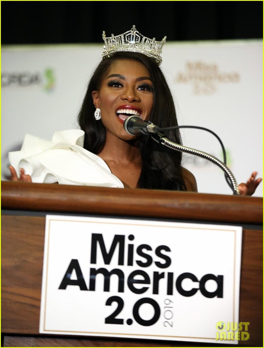 nia imani franklin, miss america 2019. - Página 3 Miss-america-2019-new-york-nia-imani-franklin-44