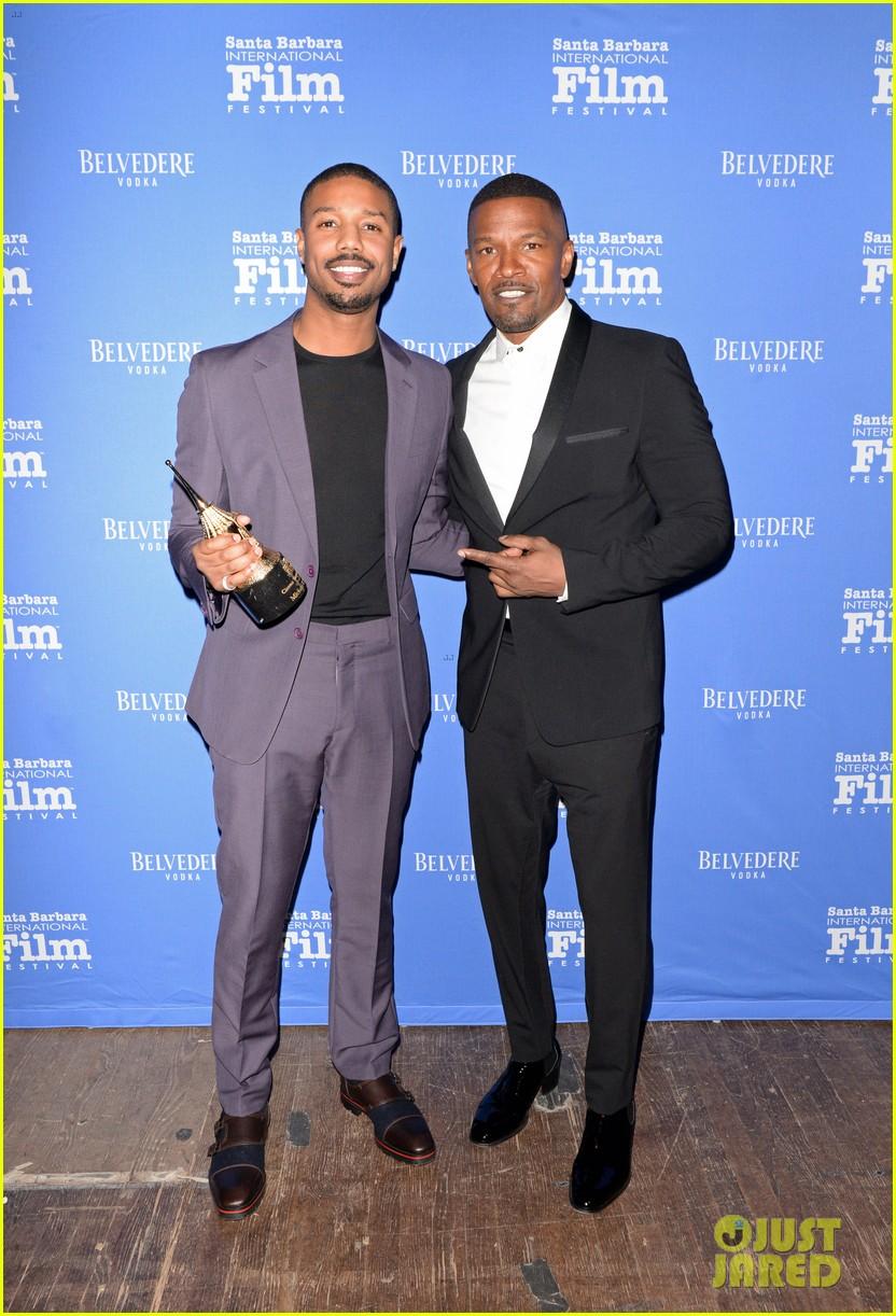 ¿Cuánto mide Michael B Jordan? - Real height Michael-b-jordan-honored-with-cinema-vanguard-award-at-santa-barbara-film-fest-04