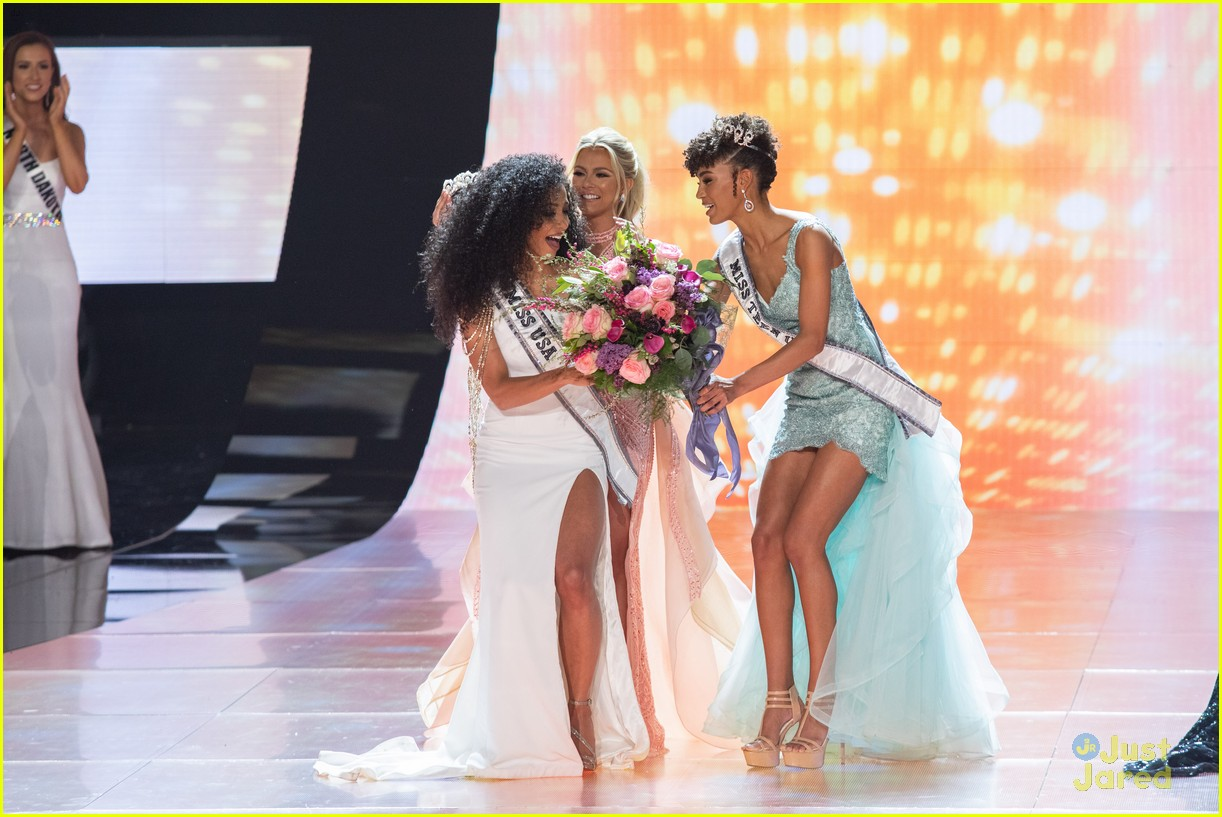 cheslie kryst, top 10 de miss universe 2019. - Página 2 Kaliegh-garris-curls-talk-miss-usa-06