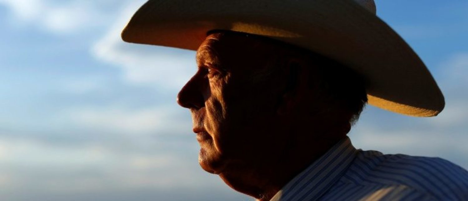 """Judge Declares Mistrial in Bundy Standoff Case "" - After Gov't Misconduct Discovered  2017-10-30T100542Z_1_LYNXMPED9T0JH_RTROPTP_4_NEVADA-MILITIA-e1513796428659"
