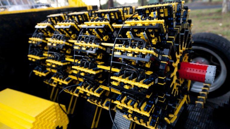 Coche fabricado con 500.000 piezas de Lego que funciona 0010500207