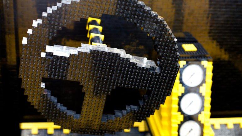 Coche fabricado con 500.000 piezas de Lego que funciona 0010500229