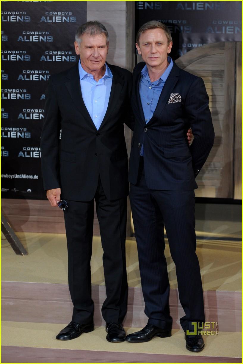 ¿Cuánto mide Daniel Craig? - Altura - Real height Daniel-craig-harrison-ford-olivia-wilde-cowboys-aliens-berlin-premiere-04