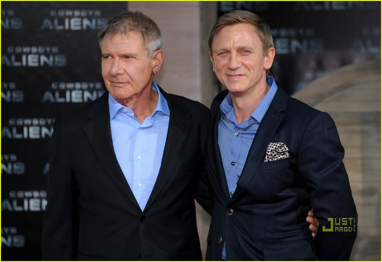 ¿Cuánto mide Daniel Craig? - Altura - Real height Daniel-craig-harrison-ford-olivia-wilde-cowboys-aliens-berlin-premiere-05