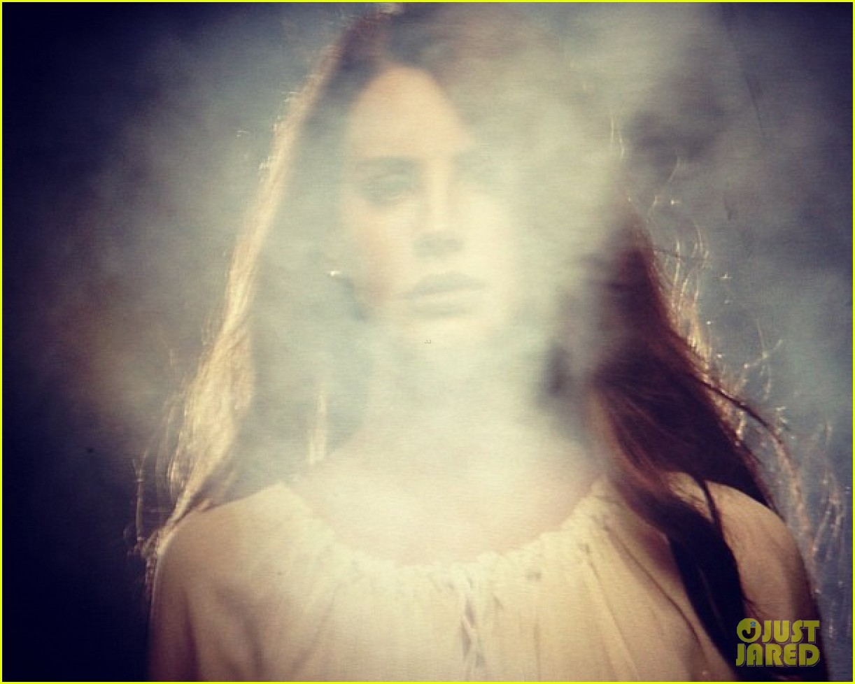 Videoclip >> Summertime Sadness Lana-del-rey-summertime-sadness-preview-05