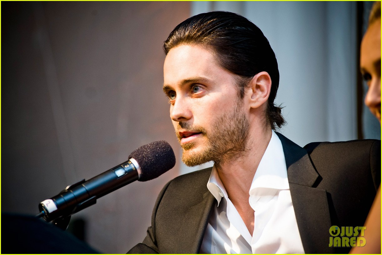 Jared Leto at the WildAid Charity Gala / 11 mai 2012 Jared-leto-hayden-panettiere-wildaid-charity-gala-06