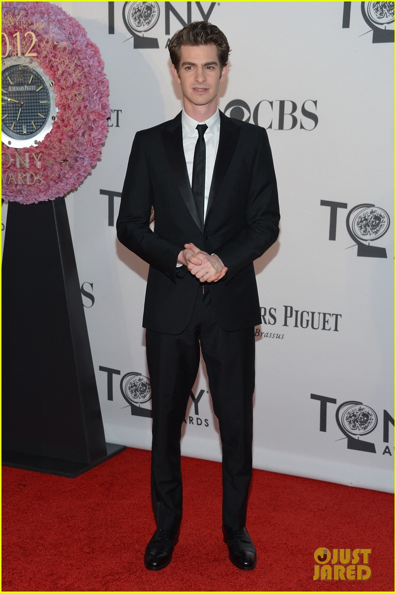 ¿Cuánto mide Andrew Garfield? - Real height Andrew-garfield-2012-tony-awards-05