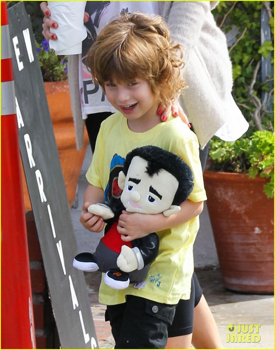 [Fotos] Christina Aguilera y Matthew Rutler: De compras con Max! (Sabado 6 octubre) Christina-aguilera-matthew-rutler-shopping-with-max-05