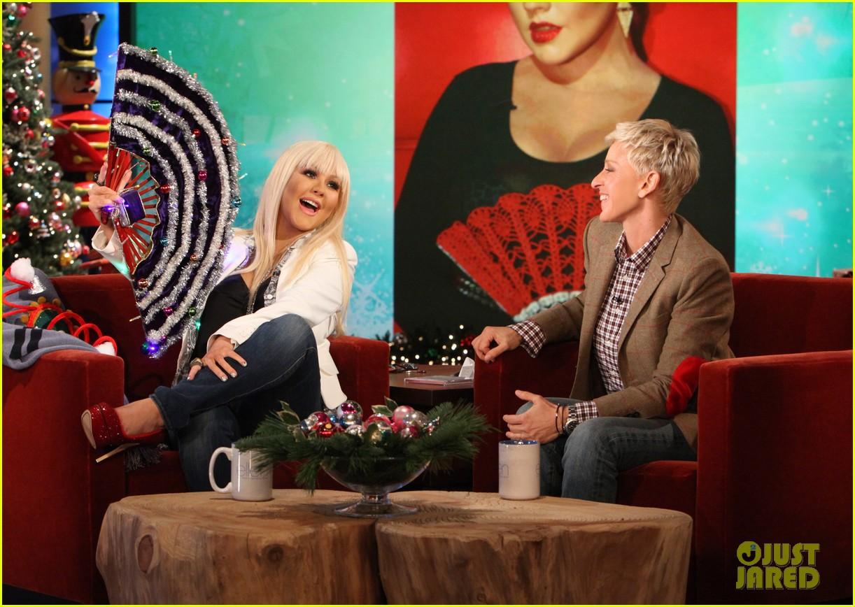 [Videos+Fotos] Christina Aguilera en el Show de Ellen DeGeneres 2012 - Página 3 Christina-aguilera-im-comfortable-in-my-own-body-skin-02